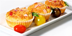 Muffins with cheese and bacon